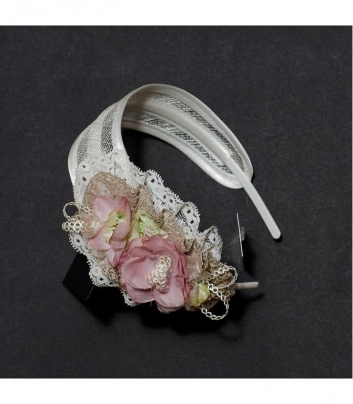 Diadema ancha beige con flores para Primera Comunión