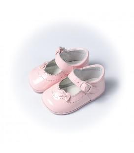 Merceditas para bebé en charol rosa de Leon Shoes