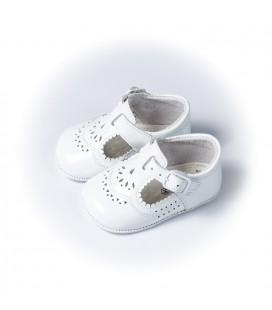 Sandalia para bebé en charol blanco de Leon Shoes