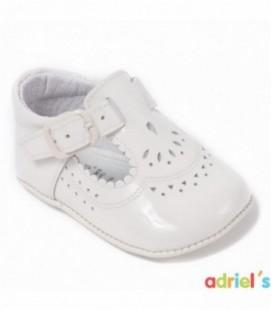 Sandalia de charol beige para bebé de León Shoes