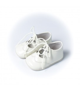 Zapato inglés charol beige para bebé de Leon Shoes