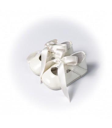 Zapato de charol beige para bebé de Leon Shoes