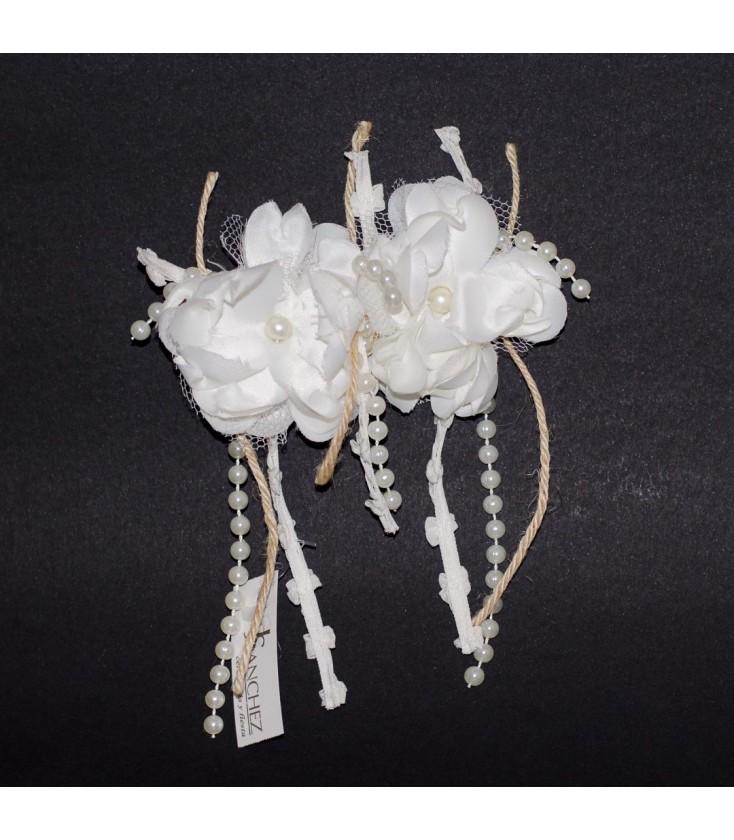 Tocado flores y perlas para primera comunión - Adriels Moda Infantil 718b97dfc0d