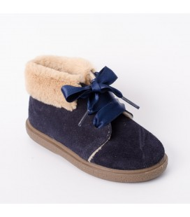 Bota para niña en serraje azul marino de Vul-Peques